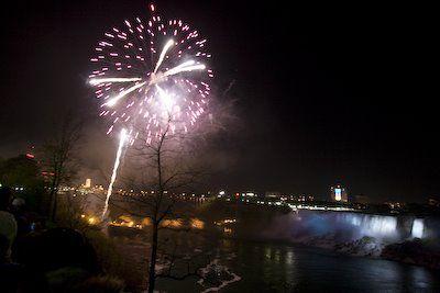 20080519-Niagara-Falls-fireworks-780442.jpg