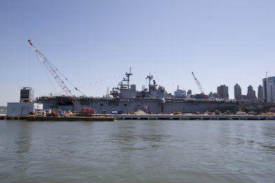 Marineschip tijdens Fleetweek in NY