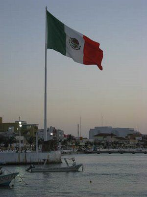 Vlag van Mexico in haven Cozumel