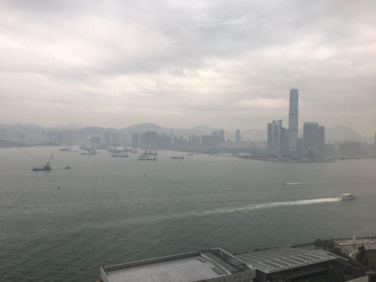 Uitzicht vanuit onze hotelkamer op de 29e etage!