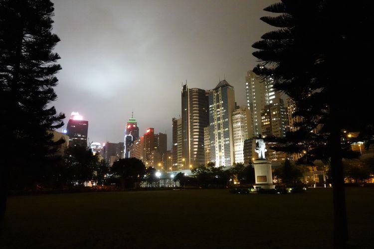 De skyline van Hong Kong vanuit het Sun Yat-sen Memorial Park