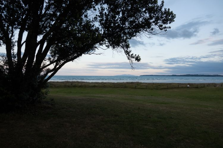 Het uitzicht vanaf onze camperplaats, wanneer de zon net onder is.