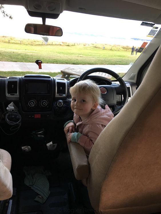 Fabienne is onze chauffeur in Nieuw Zeeland, want zij wil steeds 'autorijden'.