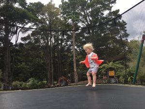 Fabienne op de trampoline