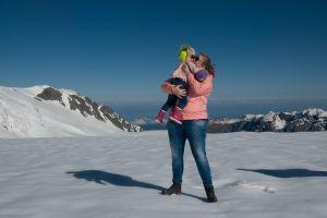 Fabienne en Anglica in de sneeuw