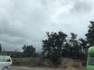 Het begon te regenen toen ik in de auto ging zitten.