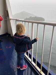 Regen en mist op de ferry naar Picton