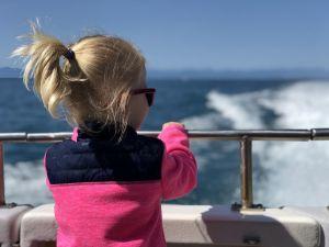 Fabienne op boot in Abel Tasman