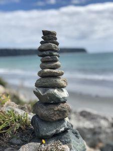 Toren van rotsblokken
