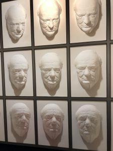 3D gezichten die je volgen - Puzzling World